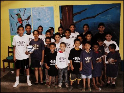 Barrilete children with t-shirts donated by Futbol de la Vida