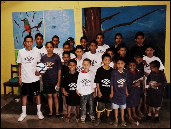 Barrilete children with t-shirts donated by Futbol de la Vida